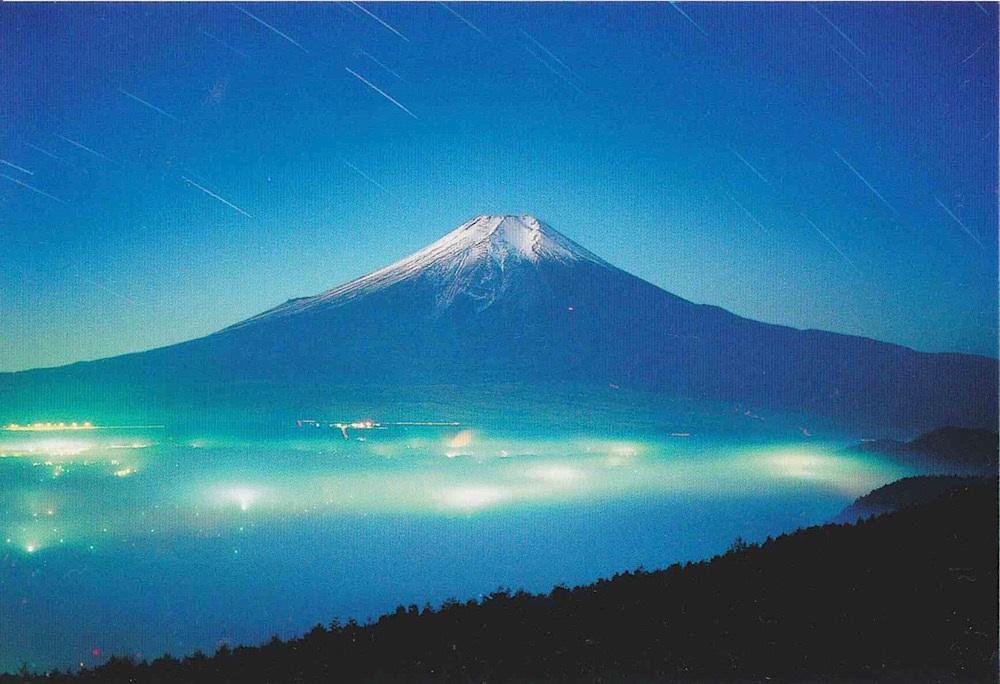 山梨側から見た富士山の夜景